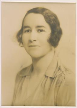 Dame Annie Jean Macnamara, MD